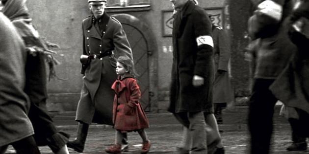 Risultati immagini per bimba cappotto rosso film Schindler List immagini