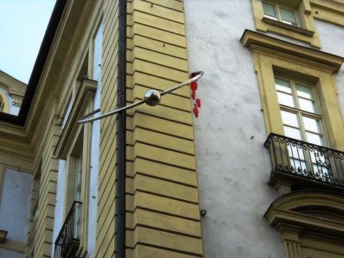 Palazzo con il piercing Rosso